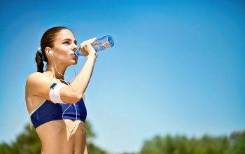 mineral water,Outdoor activity,Hydration of the sportsman,woman