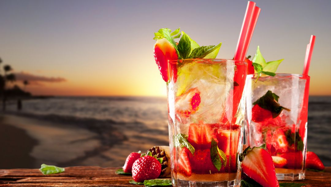 beach,mint leaves,Strawberry,drinks,cocktails,Strawberry