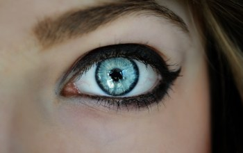 makeup,blue eye,reflection