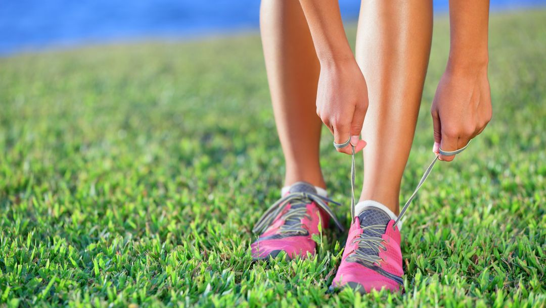 outdoor exercise,Tying shoes,athletic shoes