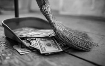 inecesarios costs,money,broom,lack of control