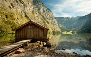 House of wood,water,mountains,quiet