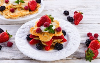 fruit,food,blackberry,блины,strawberries,десерты,sweet,pancakes