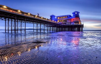 blue hour,Space invaders,weston-super-mare,relfection,england