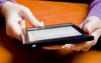 tablet,hands,ereader,text