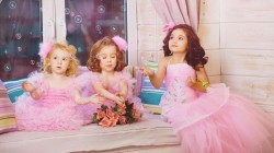 Window,tenderness,princess,children,beauty,pink dresses,girls,bubbles,roses,charm