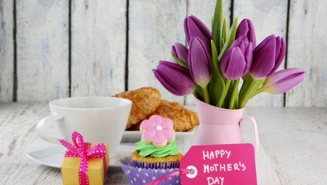 gift,tulips,cream,card,cake,box,croissant,Bouquet,coffee,cup,holiday