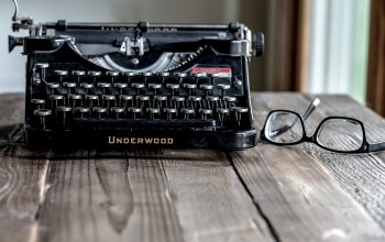 typewriter,underwood,glasses