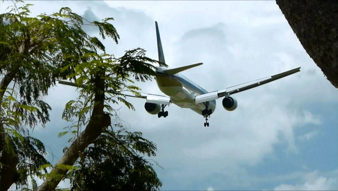 300,airlines,b-777,Singapore