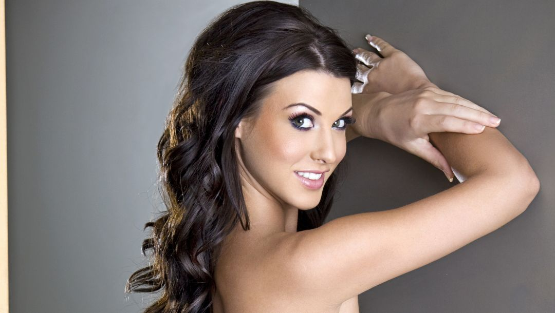 pose,Alice goodwin,smile,makeup,hands,brunette,arms