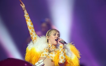 performs live,майли сайрус,in perth,певица,Miley cyrus