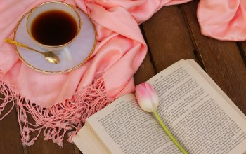book,tulips,still life,coffee,drink,flower,cup,чашкa,scarf,кофе