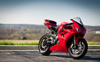 Red,daytona 675,дейтона,Triumph,поребрик