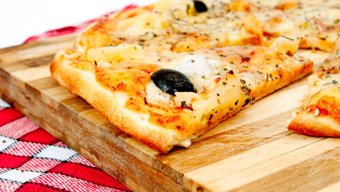 Tomato,italian cuisine,olive,pizza,пицца,dish,towel,cheese,Meat,onion