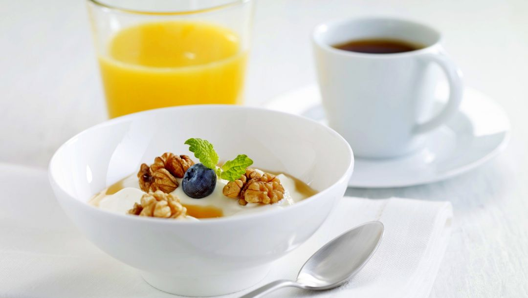 honey,cup,breakfast,coffee,milk,walnuts,juice,завтрак,muesli,milk,blueberries