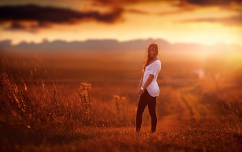 sky,light,pretty,goes,Sunset,young,down,field,hair,summer,girl