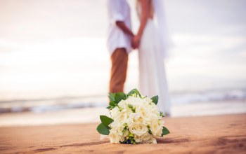 beach,couple,bridal,Bouquet,wedding,just married