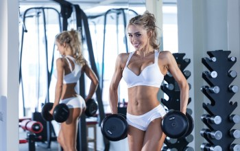 pose,gym,small,blonde,gym,workout,Dumbbell