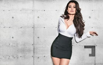 celebrity,beautiful,bollywood,Amisha patel,brunette,pretty,cute,girl,actress