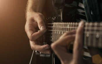 guitar,ropes,hands