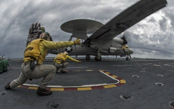 Uss george washington,conducts flight operations