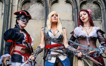 Jessica nigri,swords. pose,antique firearms,assassins creed,cosplay,dress