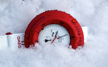 White,Red,snow,clock