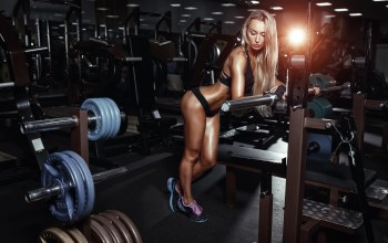 pose,gym machines,light,Rest,gym,blonde