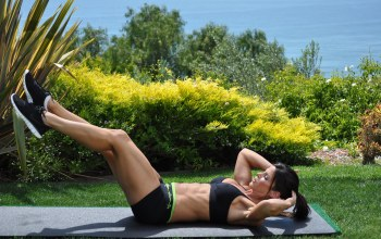 grass,pose,brunette,brunette,outdoors,hard work,workout,legs,abs,shoes