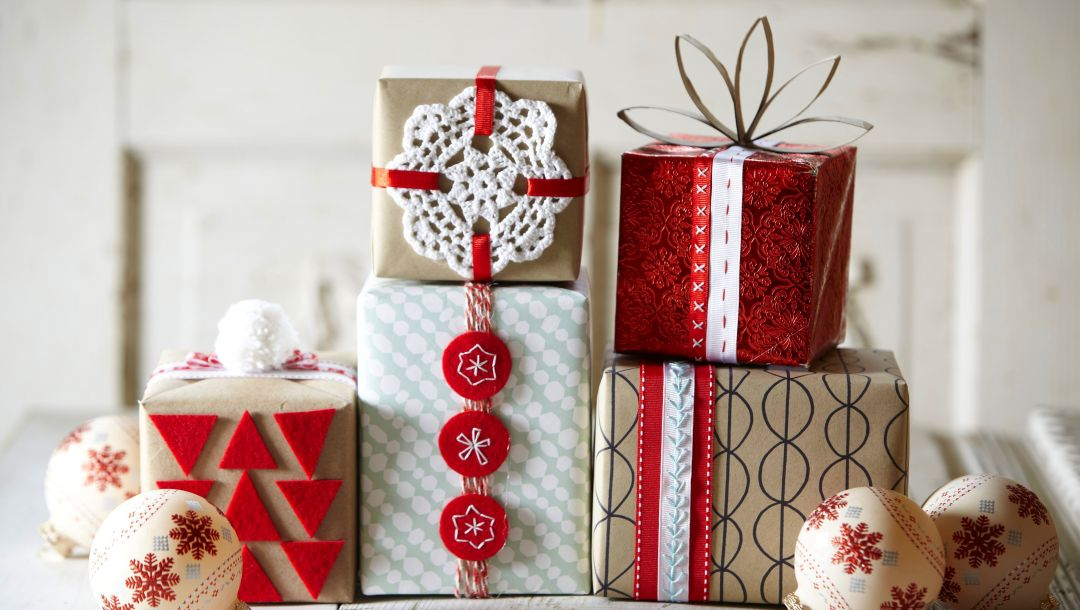 Happy new year,box,decoration,ornaments,merry christmas,balls,gift,snow,holiday,winter
