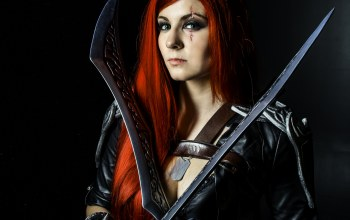 swords,redhead,look,green eyes,cosplay,pirate