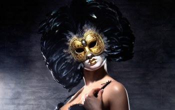 Gold,Venetian masquerade masks,feathers,pose,look
