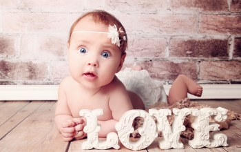 big beautiful blue eyes,newborn,Happy baby,children,surprised little girl,cute