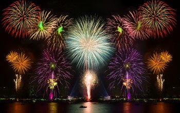 water,reflection,ночь,fireworks,lights,colorful,салют