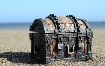 chains,locks,wood,Old treasure chest,sand