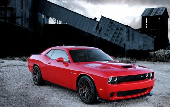 engine,dodge,with,supercharged,challenger,hellcat