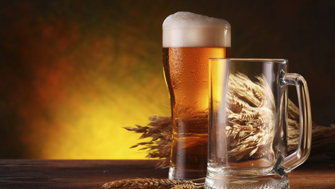 glass,barley,Beer,a beverage alcoholic
