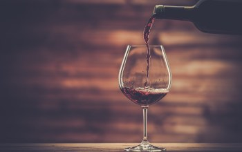 wine glass,wine,wood