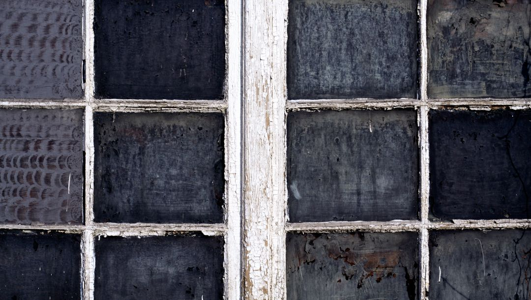 dirt,Window,paint,wood,glass,lack of maintenance