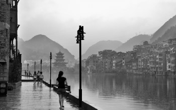 china,hill,rain,black and white,Fred wang,National geographic,photos,river,houses,girl