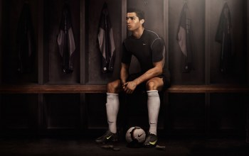 Real madrid,cristiano ronaldo,nike,football,player,soccer,locker room,dark