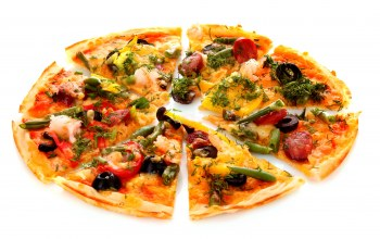 pizza,onion,Tomato,italian cuisine,sausage,dill,olives,bell pepper,greens,cheese