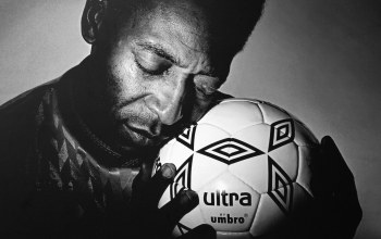 Ball,пеле,Pelé,black & white,hands,soccer
