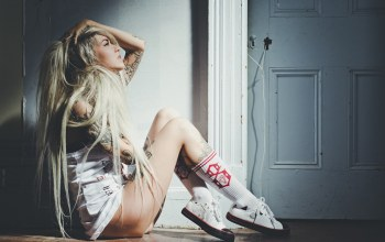 shoes,blonde