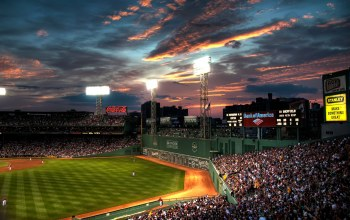Boston,beysball,бейсбол,Fenway,park,люди,Облака