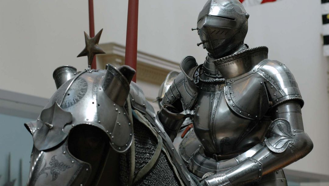 and,museum,of,knights,in,Metropolitan,Horses,four,центре,Armour
