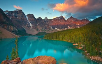 alberta,sunrise on moraine lake  banff,canada