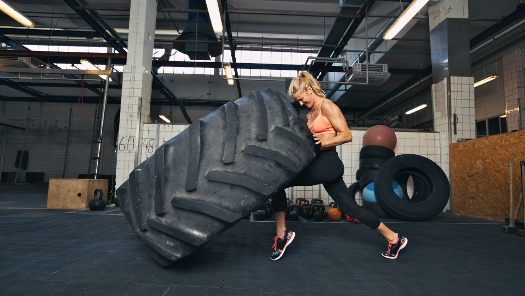 giant tire,explosive force,crossfit,woman
