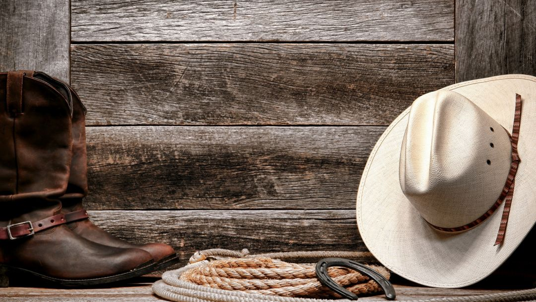 wall,rope,horseshoe,boots,Hat