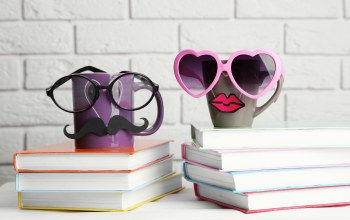 books,funny,кофе,Mustache,кружка,glasses,cute,lips,cup,очки,книги